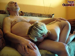 Sexy Teen Ball Licking Porn Pictures